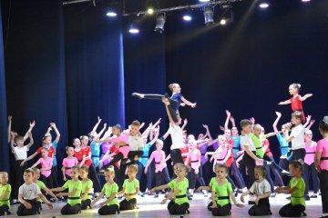 """Звітний концерт народного ансамблю """"Барви Лади"""" та зразкового танцювального ансамблю """"Лада"""""""