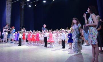 Яскраво та енергійно відзвітував народний ансамбль бального танцю «Флеш»