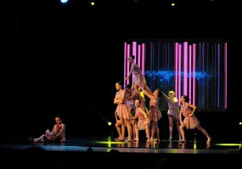 Ансамбль сучасного танцю